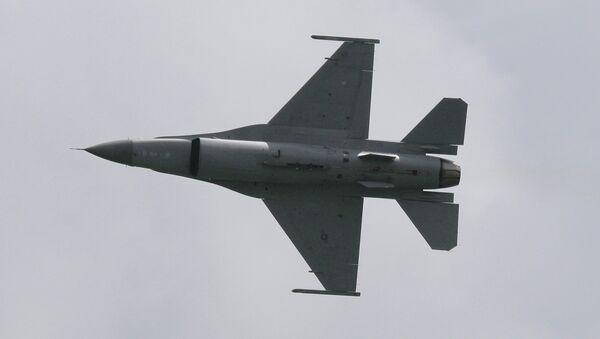 Ловац F-16 - Sputnik Србија