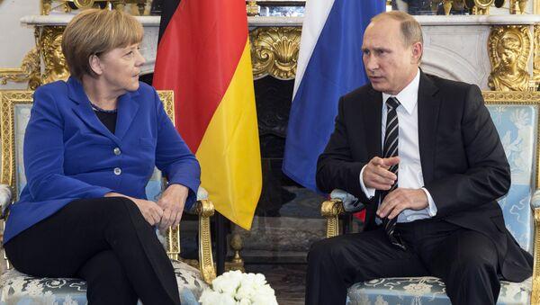Председник Владимир Путин и канцлерка Немачке Ангела Меркел у посети Француској - Sputnik Србија