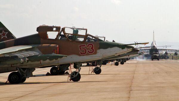 Руски авиони у бази Хмејмим у Сирији - Sputnik Србија