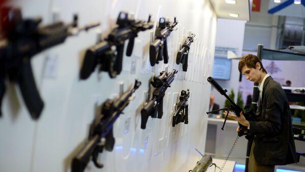 Штанд компаније Калашњиков која је представила нове моделе популарне пушке. - Sputnik Србија
