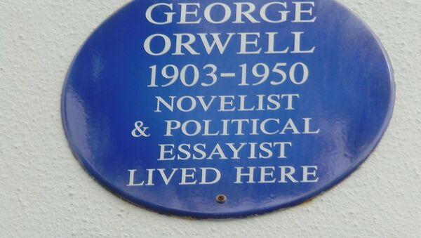 Tabla na kući u Portobelo roudu u Londonu u kojoj je živeo Džordž Orvel - Sputnik Srbija