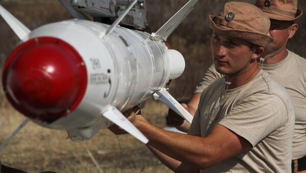 Руска ракета X-25Л.  Дужина: 3,75 метара Тежина: 320 кг Тежина бојевог дела: 112 кг - Sputnik Србија