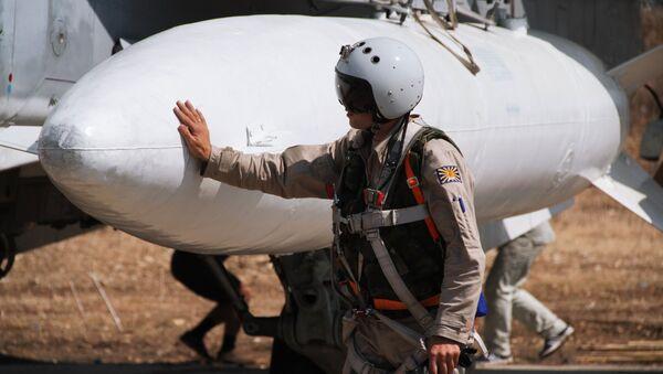 Руски пилот у авиобази Хмејмим у Сирији - Sputnik Србија