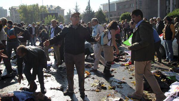 A man reacts after an explosion during a peace march in Ankara, Turkey, October 10, 2015 - Sputnik Srbija