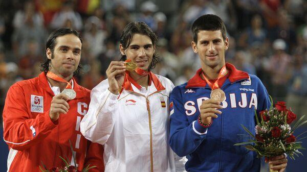 Фернандо Гонзалес, Рафаел Надал и Новак Ђоковић, освајачи олимпијских медаља у Пекингу 2008. - Sputnik Србија
