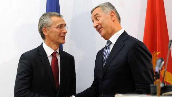 Generlani sekretar NATO-a Jens Stoltenberg i premijer Crne Gore Milo Đukanović - Sputnik Srbija