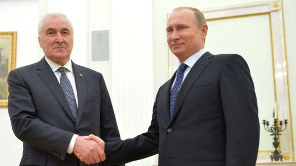 Predsednik Južne Osetije Leonid Tibilov i predsednik Rusije Vladmir Putin - Sputnik Srbija