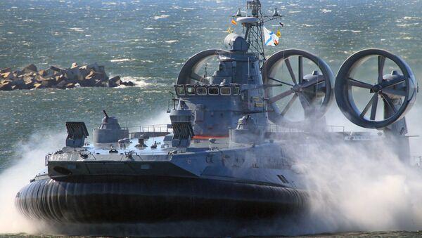 Десантни амфибијски војни брод типа зубр - Sputnik Србија