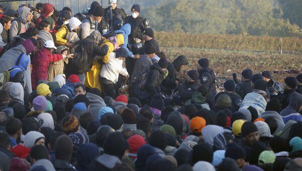 Izbeglice na granici - Sputnik Srbija
