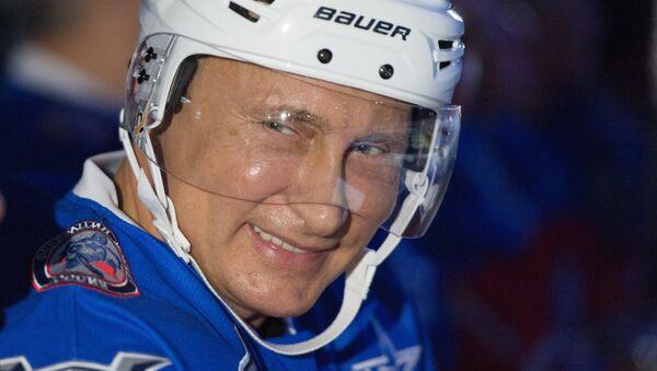 Председник Руске Федерације Владимир Путин на хокејашкој утакмици - Sputnik Србија