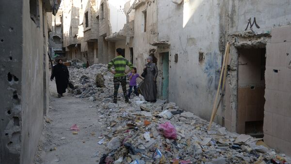Око четири милиона Сиријаца побегло је из земље, а још 7,6 милиона људи је бежећи од смрти напустило домове и уточиште пронашло у другим, безбеднијим деловима државе. - Sputnik Србија