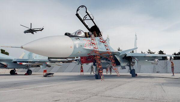 """Ruski višenamenski avion lovac Su-30SM """"flanker iks"""" četvrte plus generacije u vazduhoplovnoj bazi Hmejmim u blizini Latakije. - Sputnik Srbija"""
