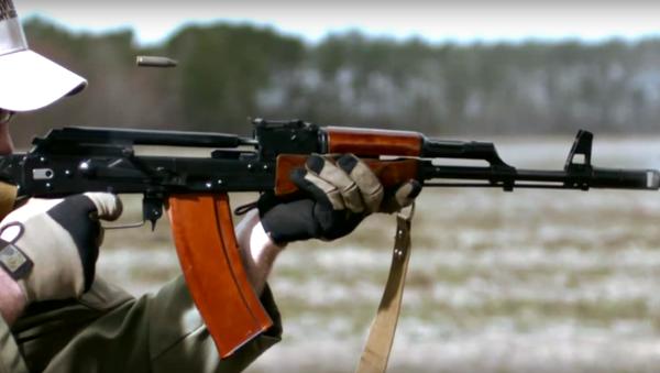 Kalashnikov in slow-motion - Sputnik Srbija