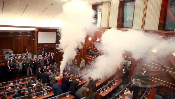 Suzavac u parlamentu samoproglašenog Kosova - Sputnik Srbija