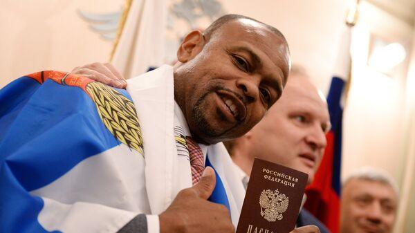 Боксер Рој Џонс Јуниор са руским пасошем - Sputnik Србија