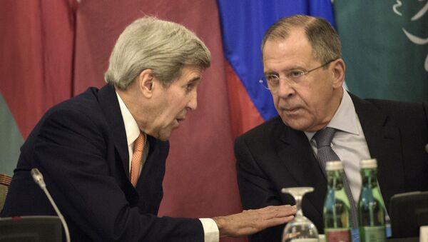 Državni sekretar SAD Džon Keri i ministar sponjnih poslova Rusije Sergej Lavrov u Beču 30.10. 2015. godine - Sputnik Srbija