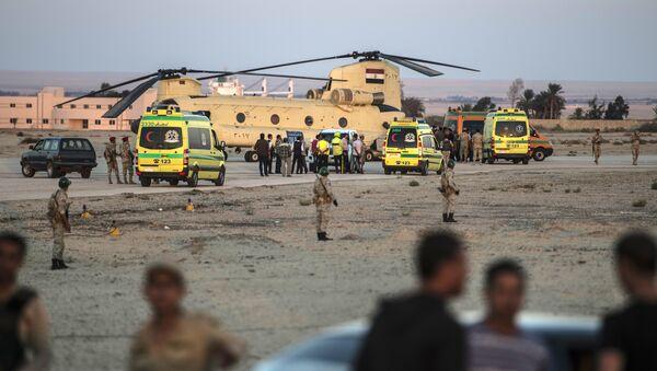 Tela poginulih u padu ruskog aviona na Sinaju dopremljena na aerodrom u Suecu 31. oktobra 2015. - Sputnik Srbija