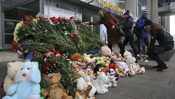 Svet odaje počast poginulima u avionskoj nesreći - Sputnik Srbija