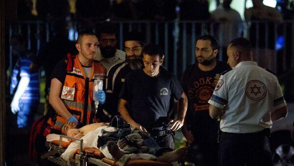 Izraelski bolničari spasavaju Palestinca  Izarelu, 2. nov. 2015. godine - Sputnik Srbija