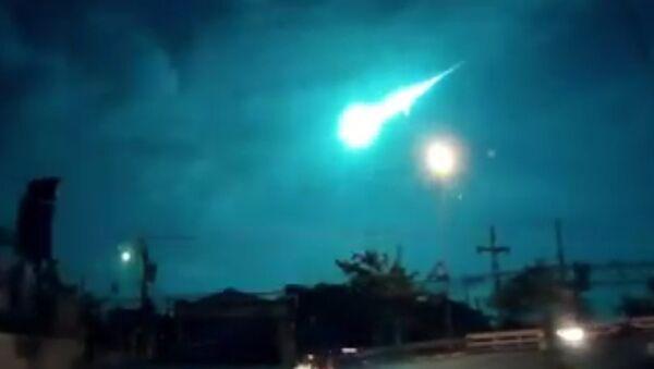Thailand: Meteor or aliens? Huge fireball lights up sky over Bangkok - Sputnik Srbija