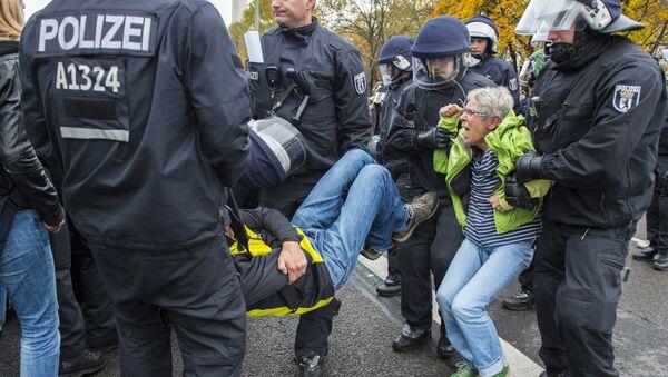 Sukob policije i demonstranata u Berlinu - Sputnik Srbija