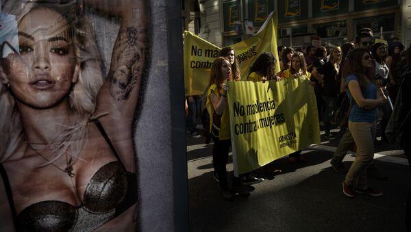 Protest protiv nasilja nad ženama u Madridu - Sputnik Srbija