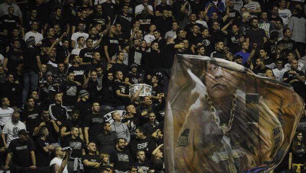 Navijači Partizana bodre svoj tim - Sputnik Srbija