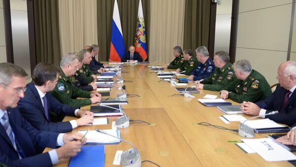 Председник Русије Владимир Путин на састанку са представницима Министарства Одбране Русије - Sputnik Србија