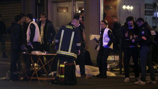 Spasioci na mestu pucnjave u Parizu - Sputnik Srbija