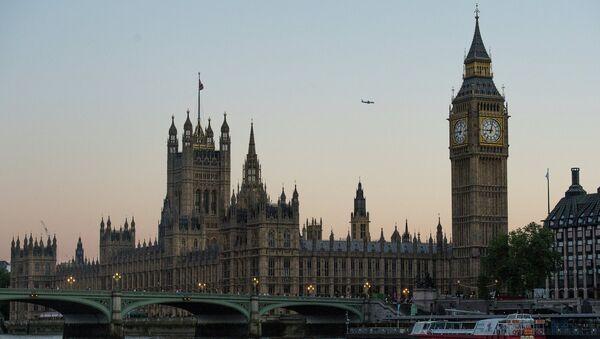 Поглед на Вестминстерску опатију и Биг Бен у Лондону - Sputnik Србија