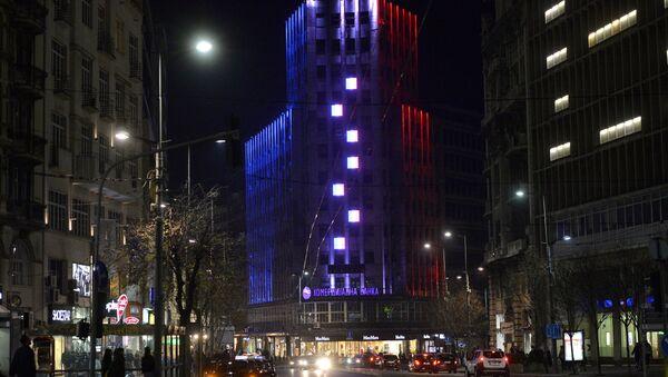 Palata Albanija osvetljena bojama Francuske zastave. - Sputnik Srbija