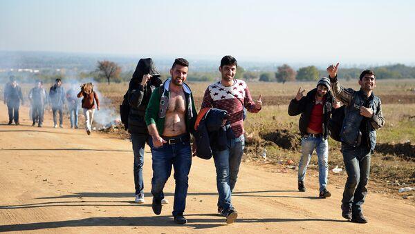 Група избеглица близу Прешева - Sputnik Србија