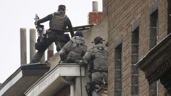 Belgijske specijalne snage policije  na stambenoj zgradi  u potrazi za bombom u Briselu - Sputnik Srbija