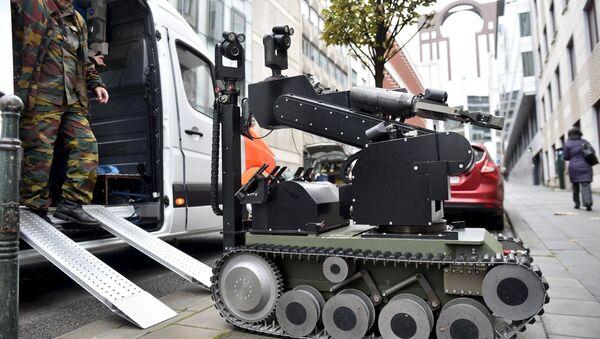 Robot za otkrivanje bombi - Sputnik Srbija