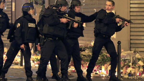 Francuska policija u Parizu posle napada 14.11. 2015. godine - Sputnik Srbija