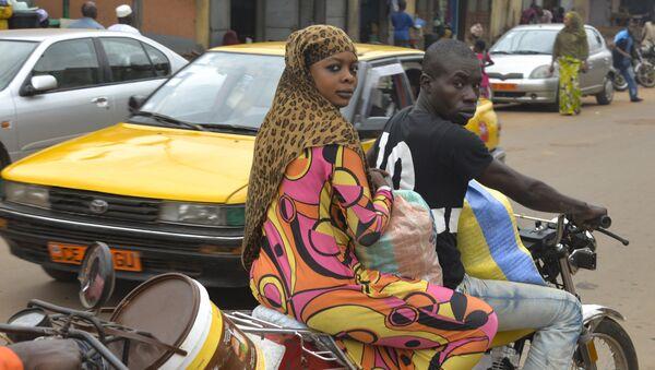 Muslimanka na motociklu u Kamerunu u oblasti gde deluje Boko Haram - Sputnik Srbija