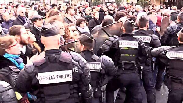 Сукоб демонстраната и полиције, Париз - Sputnik Србија