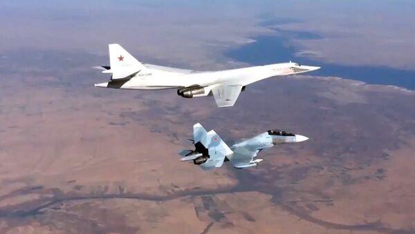 Ruski Tu-160 Su-30SM u akciji gađanja teritorije terorističke organizacije ID - Sputnik Srbija