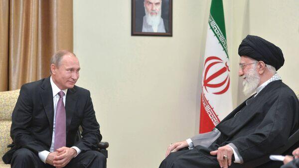 Ruski predsednik Vladimir Putin i Duhovni lider Irana ajatolah Sejed Ali Hamnej - Sputnik Srbija
