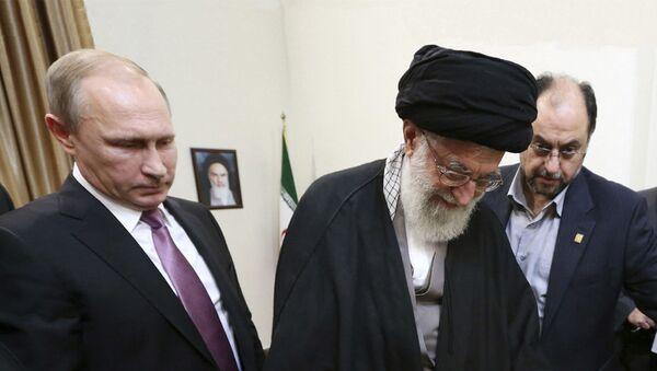 Ruski predsednik Vladimir Putin i Duhovni lider Irana ajatolah Sejed Ali Hamenej - Sputnik Srbija