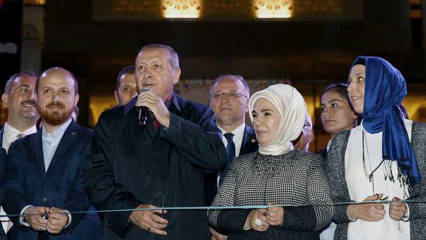 Redžep Tajip Erdogan sa suprugom, sinom i snajkom - Sputnik Srbija