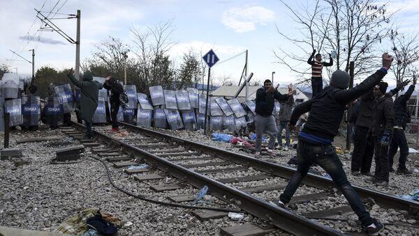 Sukobi makedonske policije i migranata na grčko-makedonskoj granici - Sputnik Srbija