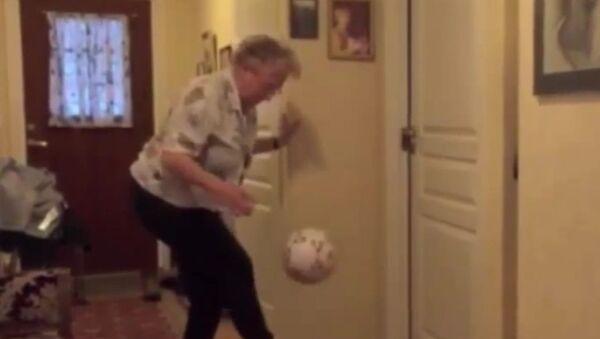 90-year-old Norwegian great-grandma is pretty awesome at keep-uppies - Sputnik Srbija