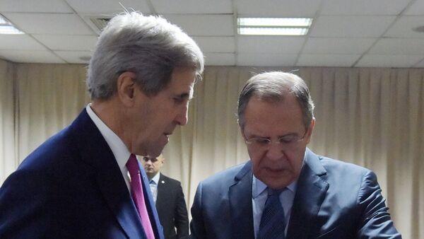 Руски министар иностраних послова Сергеј Лавров и државни секретар САД Џон Кери на састанку ОЕБС-а у Београду - Sputnik Србија