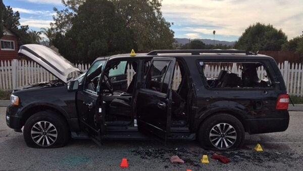 Oštećen automobila posle pucnjave u San Bernardinu. - Sputnik Srbija