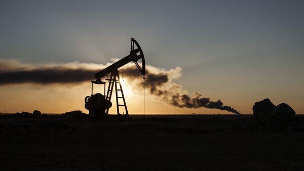 Нафтна рафинерија у близини града Рамлан на северу Сирије. - Sputnik Србија