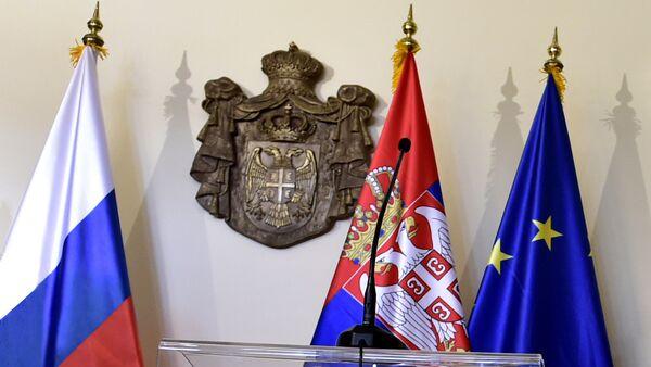 Zastave Srbije, Rusije I EU - Sputnik Srbija