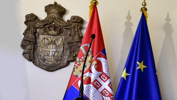 Zastave Srbije i EU - Sputnik Srbija
