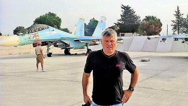 Miroslav Lazanski u ruskoj vojnoj bazi u Latakiji - Sputnik Srbija