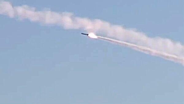 Rafalno lansiranje krstarećih raketa Kalibar sa podmornice Rostov na Donu u Sredozemnom moru  - Sputnik Srbija